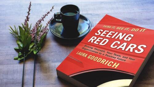 خلاصه کتاب دیدن اتومبیلهای قرمز